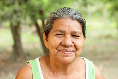 Sra. Delio is a mother of six that lives in the rapidly-growing community of Nuevas Horizontes in Bolivia's Beni region. An area of natural resource exploitation - the surrounding forests are rich in timber and prime grazing land. In order to reduce exploitation of the forest, local women have formed the Tres Palmas (three palms) cooperative in order to produce weavings from Jipi Japa (Cardulovica palmata). Sna. Delio specialises in weaving angels, mobiles and toys from the palm leaves - using designs inspired by the colours and shapes of nature. Copyright Tom Broadhurst.